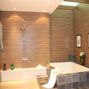 三室两厅简约风格卫生间原木背景墙