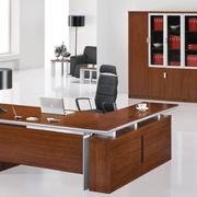 简约风格原木深色办公桌装饰