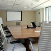 现代简约风格办公室小型会议室装饰