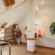 简约风格日式阁楼客厅置物架装饰