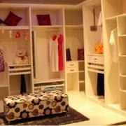 复式楼小型衣柜装饰