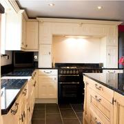 美式简约风格厨房L型橱柜装饰