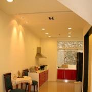 现代简约风格厨房射灯装饰