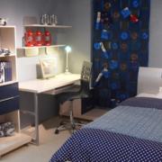 现代简约风格卧室电脑桌装饰