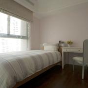 现代简约风格小房间简约卧室飘窗装饰