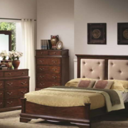 美式浅色原木卧室衣柜装饰