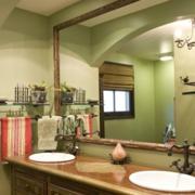 中式家庭卫生间镜饰装饰