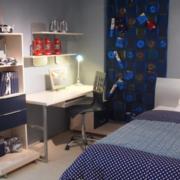 男生卧室简约风格电脑桌装饰