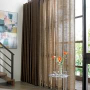 美式简约原木设计客厅窗户