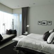后现代风格大型卧室窗户装饰