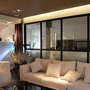 公寓简约风格客厅玻璃隔断装饰