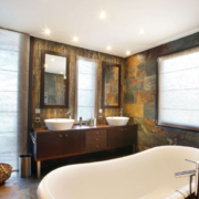 东南亚风格卫生间浴缸装饰