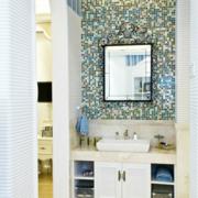 地中海风格家庭卫生间镜饰装饰