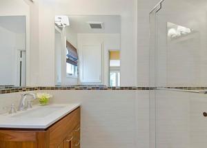 2015单身公寓欧式现代小卫生间装修效果图