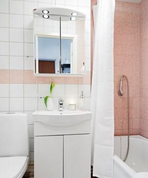 现代简约风格小房间厕所装饰