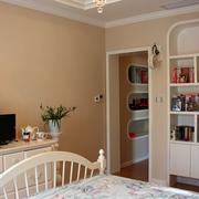 儿童房简约整体式橱柜装饰