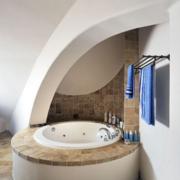 家庭卫生间简约浴缸装饰