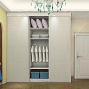 现代简约白色系衣柜装饰