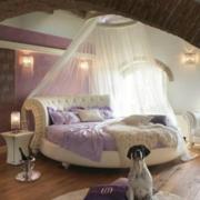 欧式简约风格卧室床饰装饰
