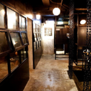 后现代风格深色系餐厅装饰
