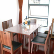 素雅餐厅餐桌设计