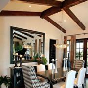 古典斜顶阁楼客厅吊顶设计