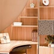 大气小书房桌柜装修设计