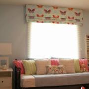 温馨阁楼窗户窗帘设计