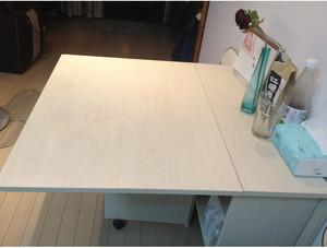 现代简约便捷折叠式餐桌效果图