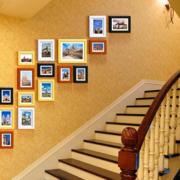 温馨楼梯照片墙装修