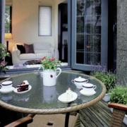 都市阳台折叠式餐桌装修设计