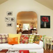 温馨斜顶阁楼客厅吊顶设计