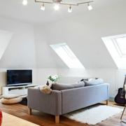 时尚斜顶阁楼客厅吊顶设计