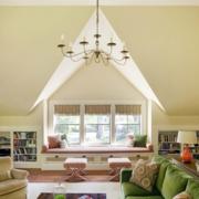 唯美斜顶阁楼客厅吊顶设计