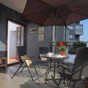 大气阳台折叠式餐桌装修设计