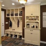 大气单身公寓室内鞋柜设计
