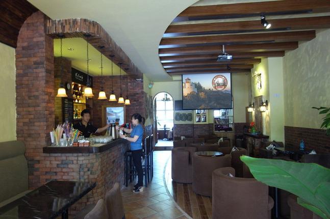 法式复古咖啡厅 餐桌餐椅装修效果图 齐装网装