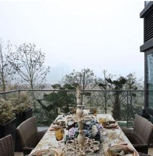 6平米简约小户型阳台折叠式餐桌装修效果图