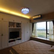 经典二居卧室飘窗设计