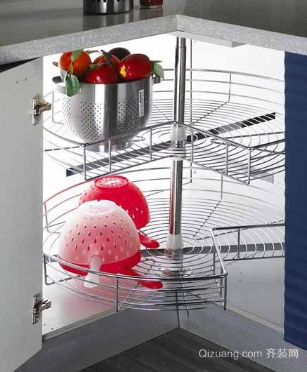 家居生活必备的橱柜拉篮装修效果图