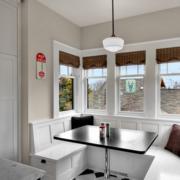 纯色调卧室飘窗设计