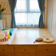 榻榻米卧室装修飘窗图