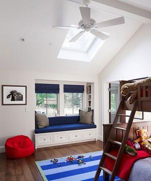 现代斜顶阁楼飘窗装修效果图