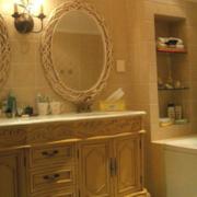 卫生间台盆柜装修色调搭配