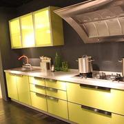厨房整体橱柜色调搭配