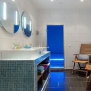 卫生间台盆柜装修背景墙图