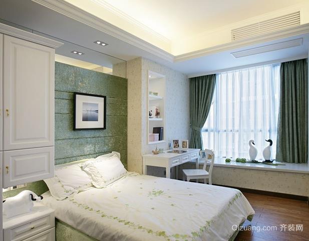 适合成功人士的跃层式住宅卧室飘窗装修效果图