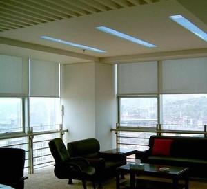 高档写字楼办公室窗户百叶窗帘装修效果图