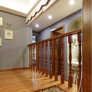 美式乡村风格楼梯装修吊顶图