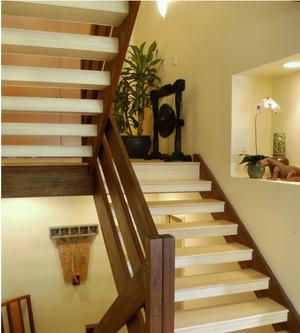 雅致的东南亚楼梯装修效果图